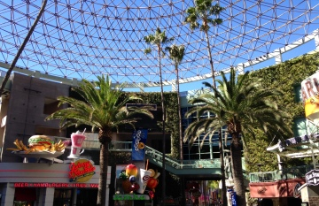 Citywalk was convenient to grab a quick bite, buy some souvenirs or spend a night seeing a movie.